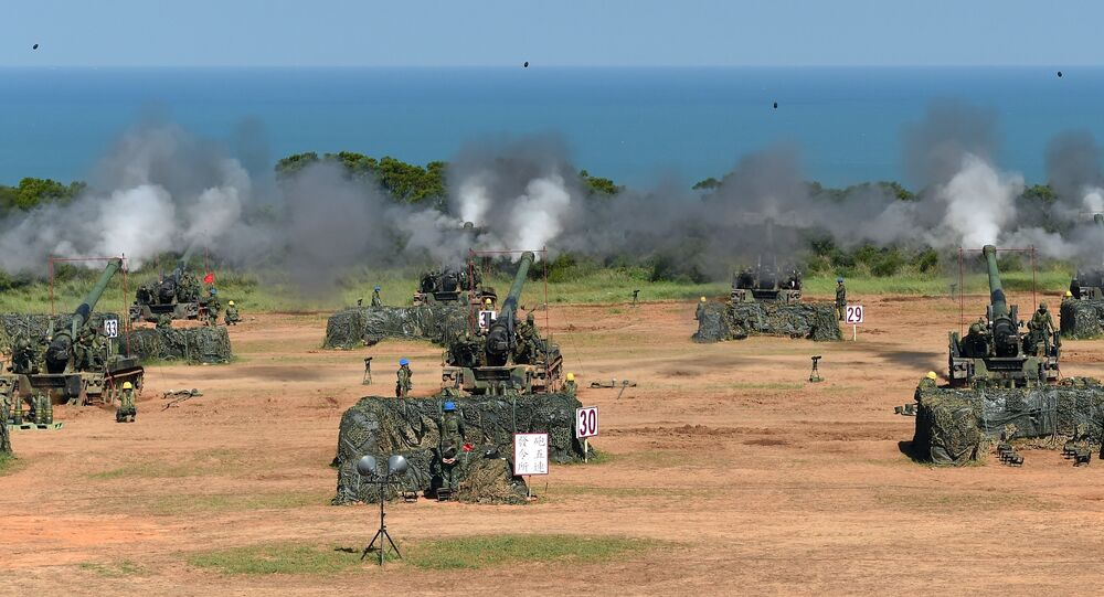 Taiwan military soldiers fire artillery shells from 38 eight-inch and 155-millimeter howitzers during the Han Kuang 31 live fire drill in Hsinchu, northern Taiwan, on September 10, 2015