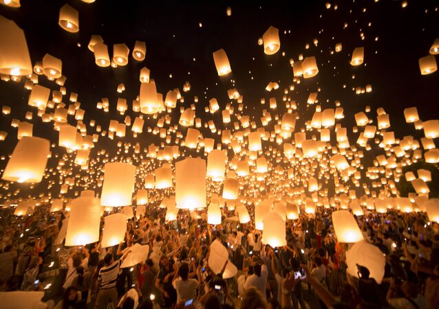 Lanterns are being released up the sky during a celebration prior to the Loy Kratong or floating festival in Chiang Mai province, northern Thailand (File)