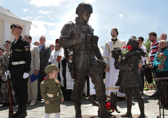 The monument to Polite People is unveiled outside the State Council of the Republic of Crimea