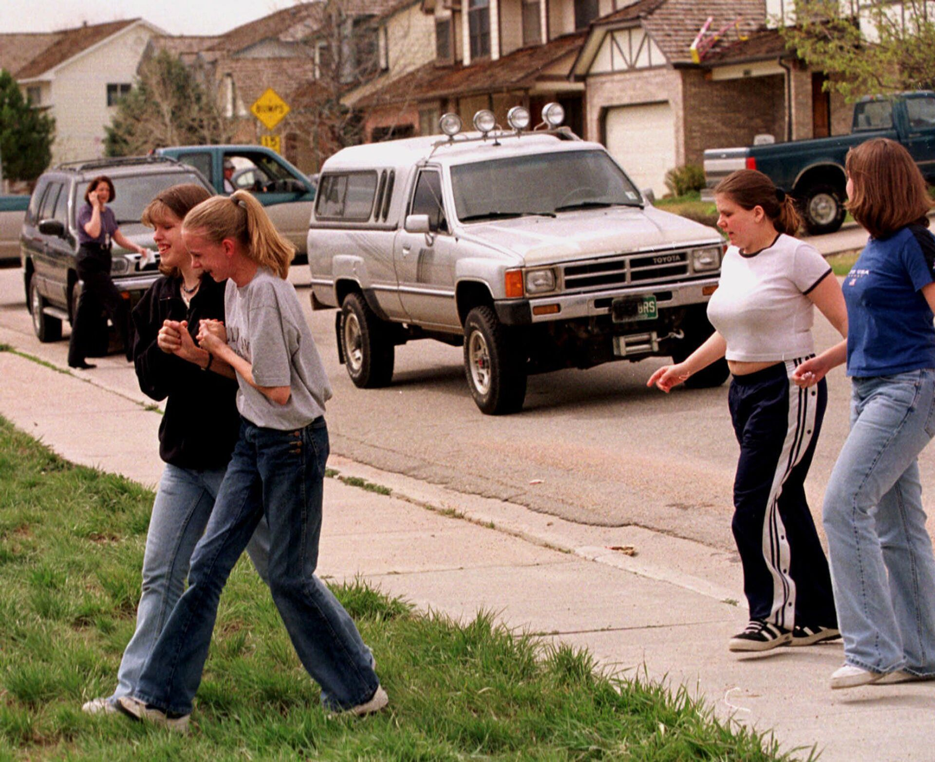 Students from Columbine High School are led away from the facility after two gunmen went on a shooting rampage Tuesday, April 20, 1999, in the southwest Denver suburb of Littleton, Colo.  - Sputnik International, 1920, 13.09.2021