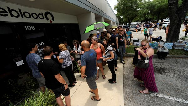 Hundreds of community members line up outside a clinic to donate blood after an early morning shooting attack at a gay nightclub in Orlando, Florida, U.S June 12, 2016 - Sputnik International