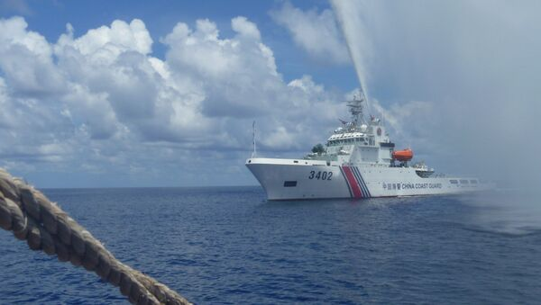 Chinese Coast Guard members approach Filipino fishermen as they confront them off Scarborough Shoal at South China Sea. file photo - Sputnik International