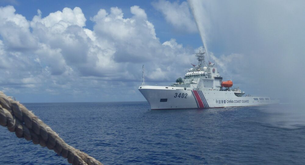 Chinese Coast Guard members approach Filipino fishermen as they confront them off Scarborough Shoal at South China Sea (file)