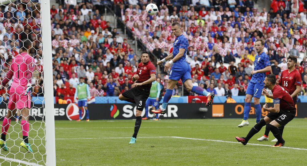 Football Soccer - Turkey v Croatia - EURO 2016 - Group D - Parc des Princes, Paris, France - 12/6/16 Croatia's Ivan Perisic heads at goal