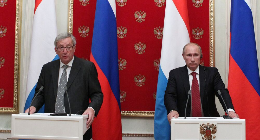 Russian President Vladimir Putin (right) and European Commission President Jean-Claude Juncker. (File)
