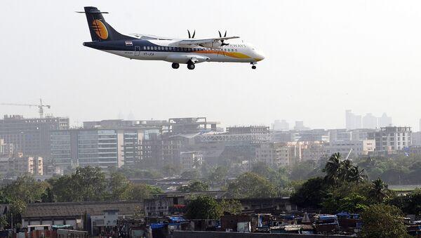 A Jet Airways ATR aircraft prepares to land - Sputnik International