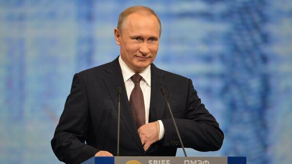 Russian President Vladimir Putin delivers his address at the plenary session of the St. Petersburg International Economic Forum. - Sputnik International