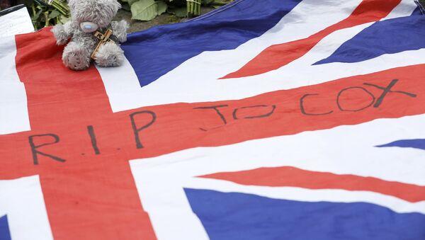 A union flag is left in tribute to Labour Member of Parliament Jo Cox in Birstal near Leeds, Britain June 17, 2016. - Sputnik International
