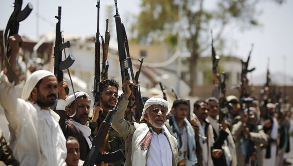 Shiite Houthi tribesmen hold their weapons as they chant slogans during a tribal gathering showing support for the Houthi movement, in Sanaa, Yemen, Thursday, May 19, 2016 - Sputnik International