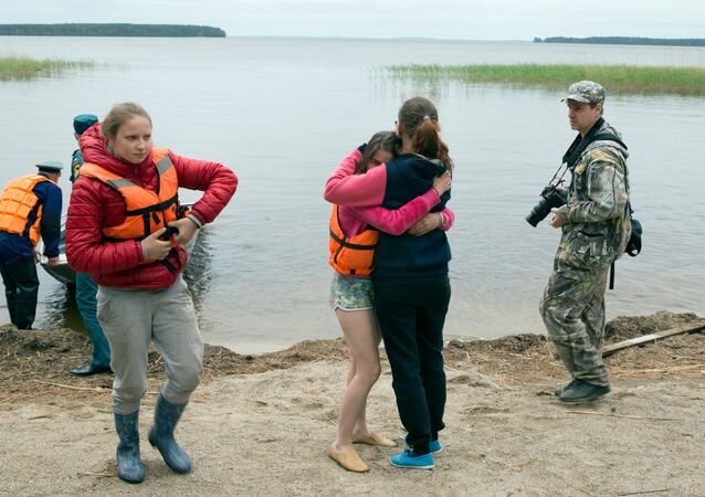 A tourist group, consisting mostly of children, has been caught in a strong lake storm in Karelia