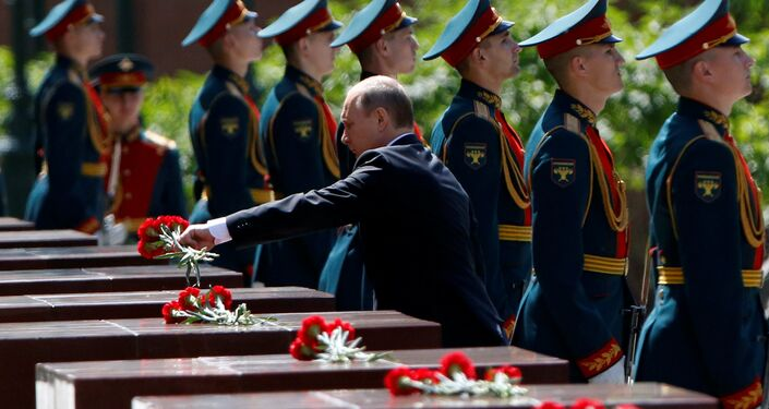 Russian President Vladimir Putin attends a wreath-laying ceremony marking the 75th anniversary of the Nazi German invasion, by the Kremlin walls in Moscow, Russia, June 22, 2016.