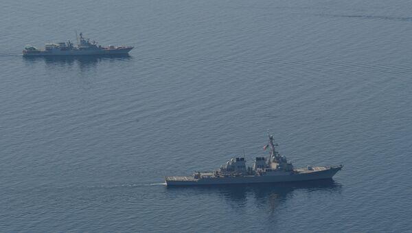 SS Ross (DDG 71), foreground, and Etman Sahaidachniy (U130) steam in formation during Sea Breeze 2014. (File) - Sputnik International