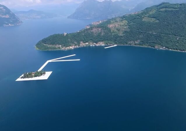 The floating bridge on Lake Iseo