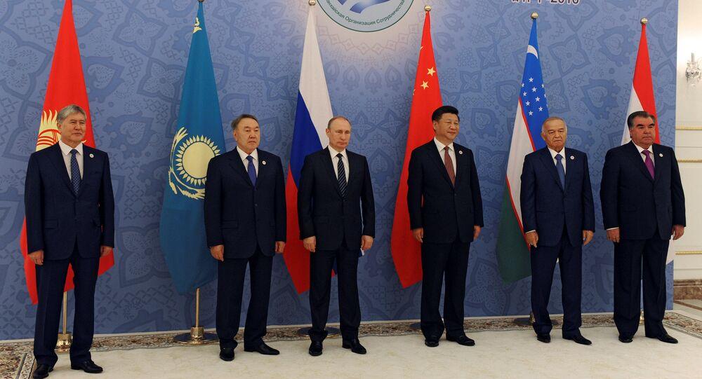Vladimir Putin, Chinese President Xi Jinping, Uzbek President Islam Karimov and Tajik President Emomali Rahmon (L-R) pose fore a family photo during Shanghai Cooperation Organization (SCO) summit in Tashkent, Uzbekistan