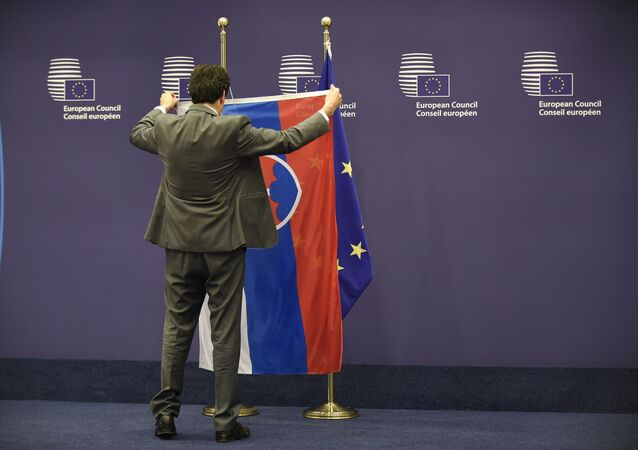 A council staff member displays the flag of Slovakia before the meeting between EU Council President Donald Tusk and Slovakian Prime minister Robert Fico at the EU headquarters in Brussels on June 01, 2016