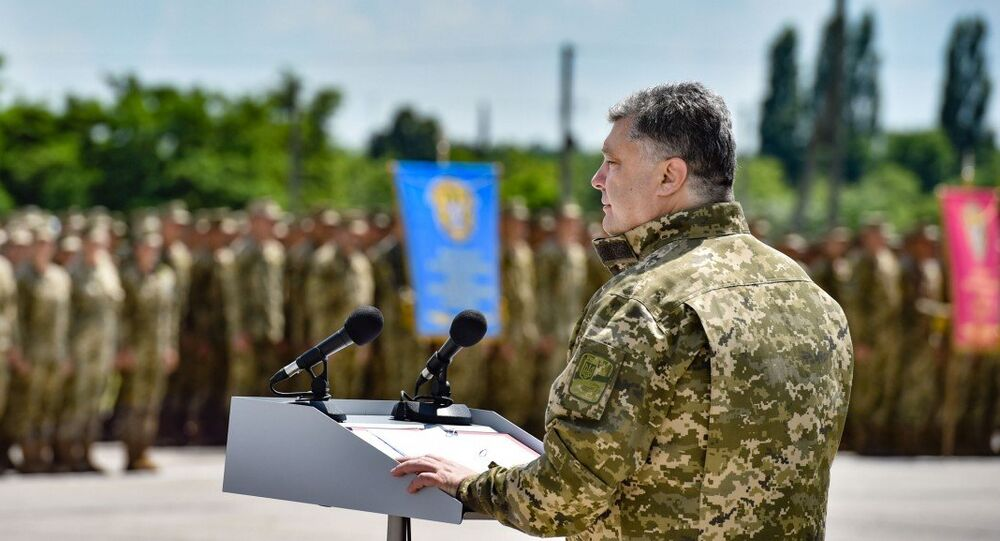 Ukrainian President Petro Poroshenko speaking before officers and cadets at the Kharkiv Air Force University