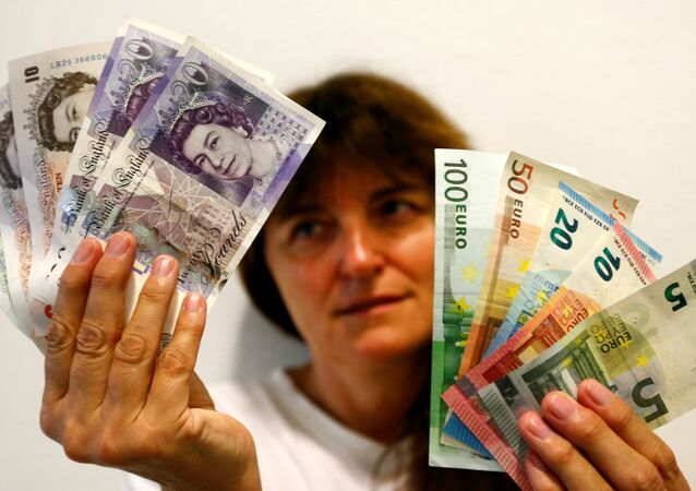 An employee holds British pounds and Euro banknotes in a bank at the main train station in Munich, Germany, June 24, 2016 after Britain voted to leave the European Union in the EU BREXIT referendum
