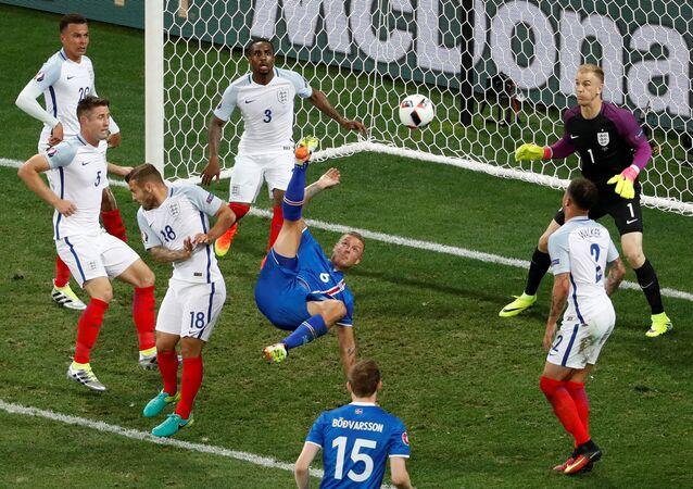 Football Soccer - England v Iceland - EURO 2016 - Round of 16 - Stade de Nice, Nice, France - 27/6/16Iceland's Ragnar Sigurdsson attempts an overhead kick