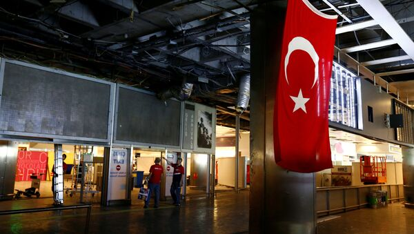 Workers repair the damaged parts of the terminal building at Turkey's largest airport, Istanbul Ataturk, Turkey, following yesterday's blast June 29, 2016 - Sputnik International