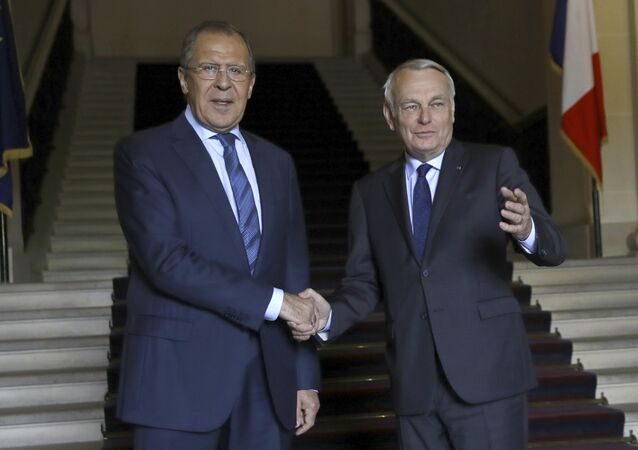 French Foreign minister Jean-Marc Ayrault (R) shakes hands with his Russian counterpart Serguei Lavrov before their meeting at the Quai d'Orsay in Paris on June 29, 2016.