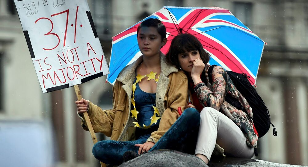 Demonstrators take part in a protest aimed at showing London's solidarity with the European Union following the recent EU referendum, in Trafalgar Square, central London, Britain June 28, 2016.