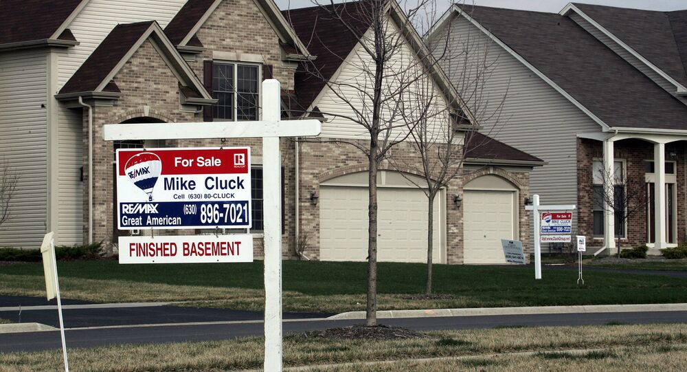 A house sits for sale 30 March 2007 in North Aurora, Illinois, a suburb outside of Chicago