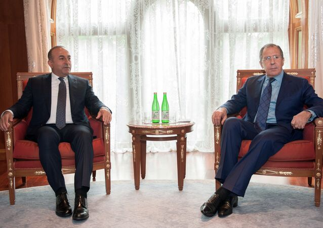 Russian Foreign Minister Sergei Lavrov, right, and Turkish Foreign Minister Mevlut Cavusoglu (File)