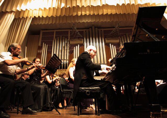 Scottish pianist Peter Seivewright gives a concert at the Donetsk Philharmonic Hall