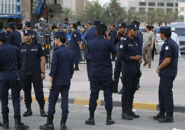 Kuwaiti police stand guard in the al-Safat square in Kuwait (File)