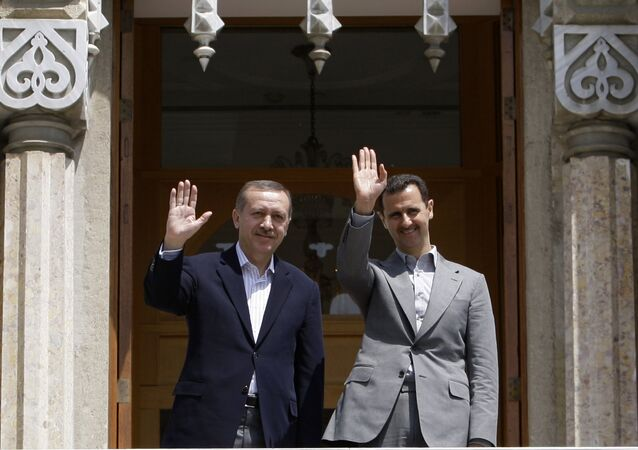 Syrian President Bashar al-Assad (R) and Turkish President Erdogan Recep Tayyip Erdogan (File)