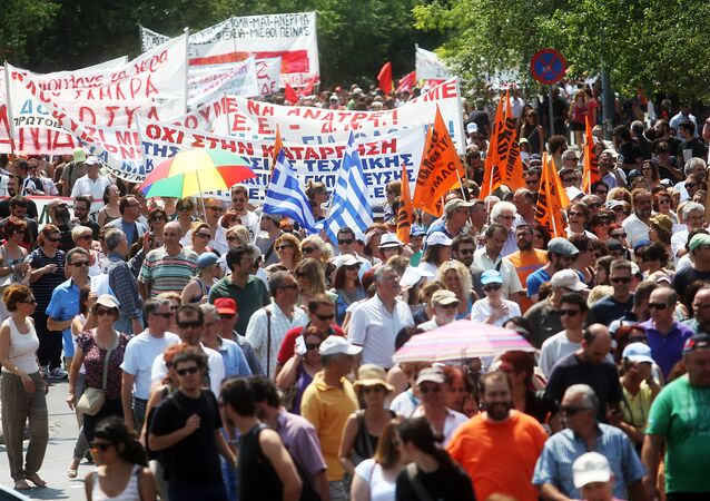 Protestors march during a general strike called by Greek public and private employee unions GSEE and ADEDY (File)