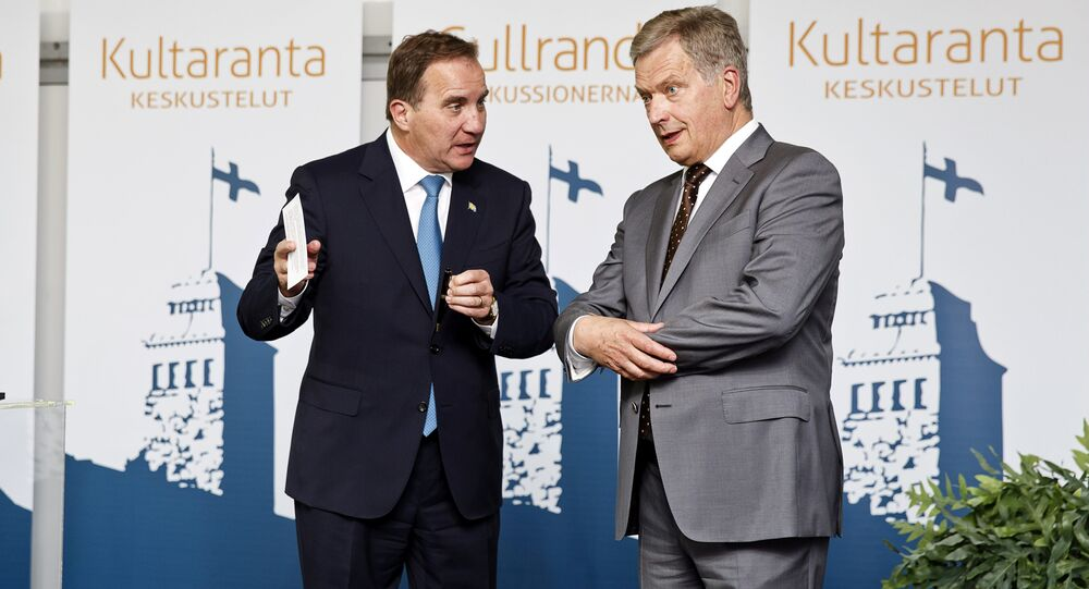 Finland's President Sauli Niinisto and Sweden's Prime Minister Stefan Lofven (File)