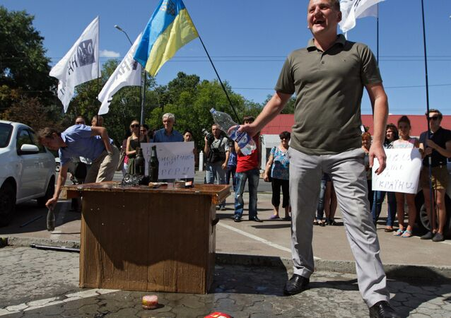 Participants of a protest rally against the halting of import of Ukrainian goods to Russia in front of the Embassy of the Russian Federation in Kiev