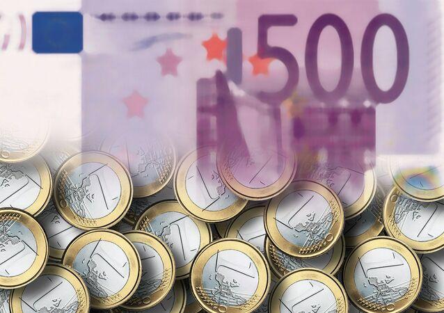Euro pound notes