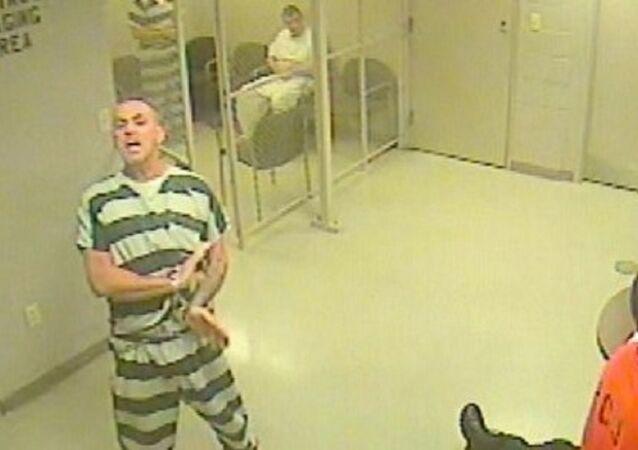 Texas Prisoners Break Free... to Help Jailer?!