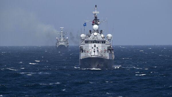 Turkish NATO warship TCG Turgutreis, foreground, maneuvers on the Black Sea after leaving the port of Constanta, Romania, Monday, March 16, 2015. - Sputnik International