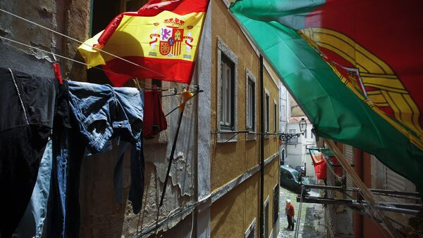 Portugal and Spain's flags wave at the balconies of a narrow street of Lisbon's Mouraria neighborhood (File) - Sputnik International