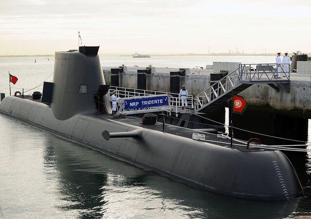 Submarine NRP Trident on it´s arrival to Alfeite naval base