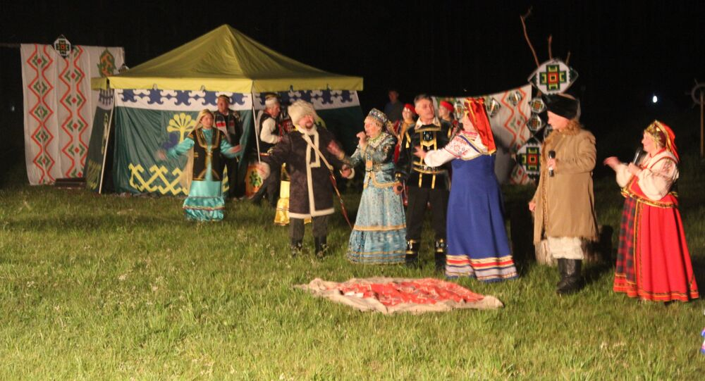 The re-production of the historic scene between Yemelyan Pugachev and Salawat Yulayev by Satka performers