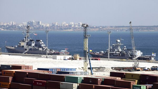 USS Donald Cook, left, and Ukrainian Navy flagship, frigate Hetman Sahaydachniy, are moored in the Black Sea port of Odessa, Ukraine, Tuesday, Sept. 1, 2015 - Sputnik International