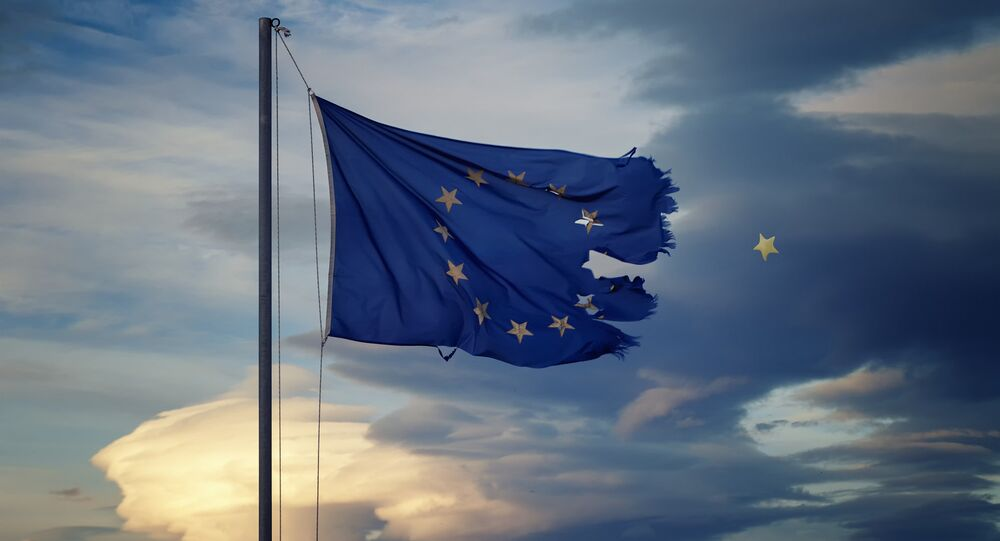 The chief executives of the US banks JPMorgan Chase and Morgan Stanley have warned that the UK's withdrawal from the European Union may lead to the disintegration of the Eurozone