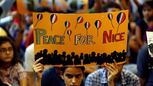 A girl holds up a placard during a prayer meet to show solidarity with the victims of the Bastille Day truck attack in Nice, at a school in Ahmedabad, India, July 15, 2016. - Sputnik International