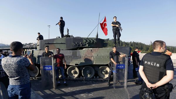 People pose with policemen after troops involved in the coup surrendered on the Bosphorus Bridge in Istanbul, Turkey July 16, 2016. - Sputnik International