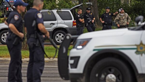 Law enforcement officers man a road block on Airline Highway and Goodwood Blvd. after police were shot earlier in the day in Baton Rouge. - Sputnik International