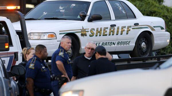 An East Baton Rouge Sheriff vehicle is seen with bullet holes in its windows near the scene where police officers were shot, in Baton Rouge, Louisiana, U.S. July 17, 2016. - Sputnik International