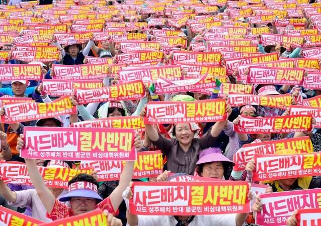 County residents chant slogans during a protest against the goverment's decision to deploy a U.S. THAAD anti-missile defense unit in Seongju, South Korea, July 13, 2016