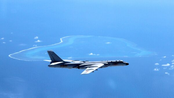 In this undated photo released by Xinhua News Agency, a Chinese H-6K bomber patrols the islands and reefs in the South China Sea. - Sputnik International