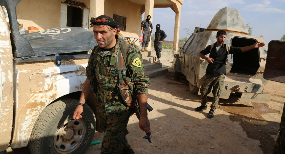 Kurdish and Arab fighters advance into the Islamic State (IS) jihadist's group bastion of Manbij, in northern Syria (File)