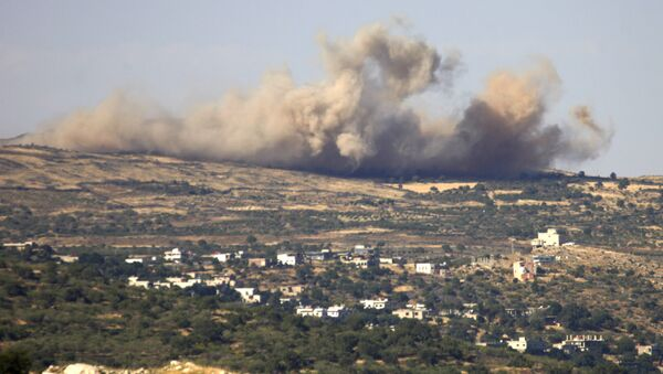 A picture taken from the Israeli-annexed Golan Heights shows smoke rising from the Syrian Druze village of Hader, on June 16, 2015 - Sputnik International