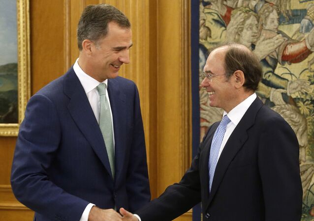 Spanish king Felipe VI (L) welcomes reelected President of the Senate of Spain Pio Garcia-Escudero Marquez before posing for media at La Zarzuela Palace in Madrid, on July 20, 2016